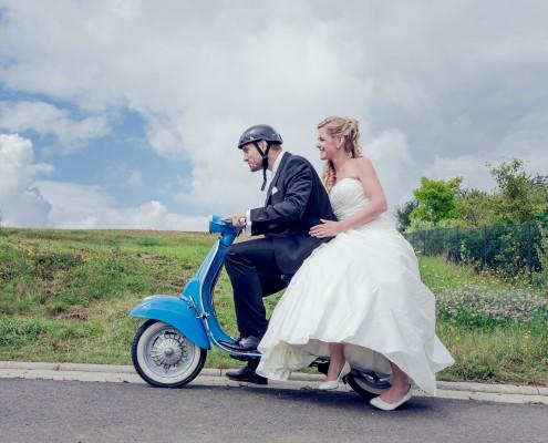 Außergewöhnliche Hochzeitsfotos, Paarshooting, Vespa, Hambach