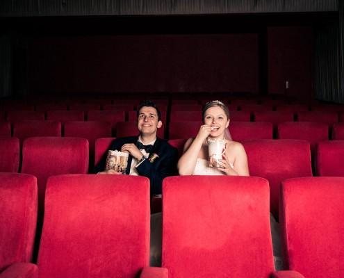 Witzige Hochzeitsfotos, Paarshooting, Kino, Schweinfurt