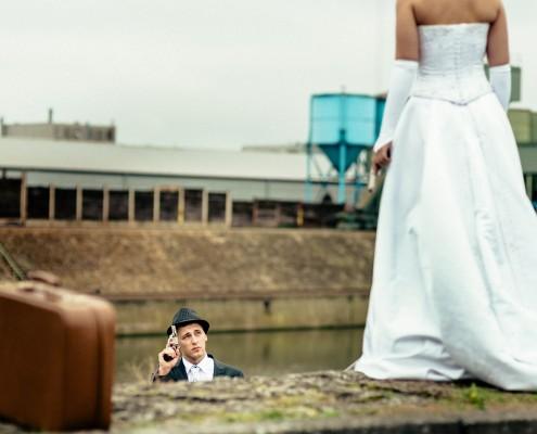 Coole Hochzeitsfotos, Paarshooting, Bonnie & Clyde, Schweinfurt