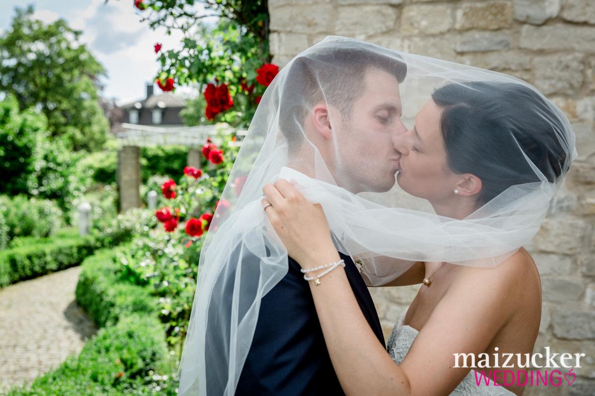 Wonfurt, Unterfranken, Fotografie, Hochzeitsbilder, Hochzeitsfotograf, Hochzeitsfotos, Hochzeitsreportage, professionelle Hochzeitsbilder, professioneller Hochzeitsfotograf, Wedding, maizuckerwedding, Brautpaarportrait, Schleier