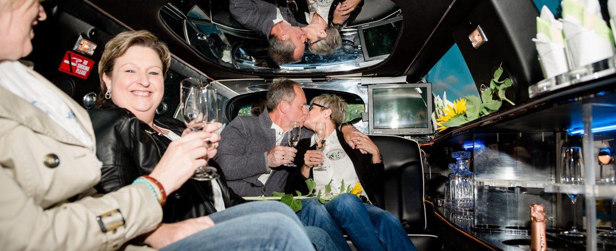 Hochzeitsfoto in Luxuslimousine