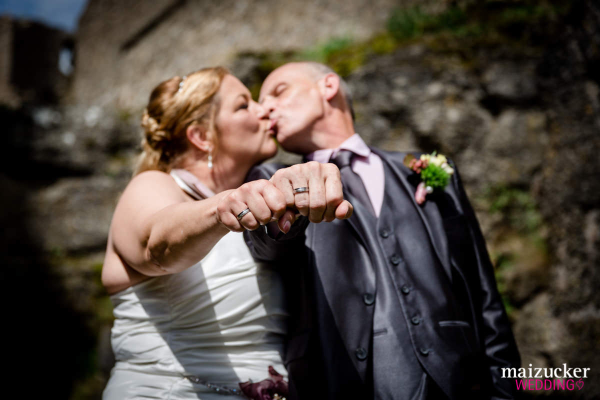 Hochzeit auf der Trimburg - Standesamtliche Trauung von Regina und Dieter, Hochzeitsfotografin Daggi Binder, maizucker Hochzeitsfoto