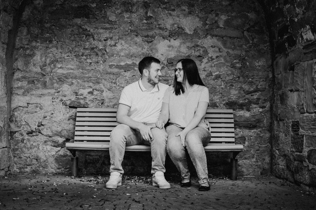 Verlobungsfotoshooting, Couple, Engagement, Shooting im Sommer, Weddingstories, Kennenlernfotos, Paarfotos vor der Hochzeit, Gerolzhofen, Würzburg, Bamberg, Wedding Photography, Hochzeitsfotograf, Daggi Binder
